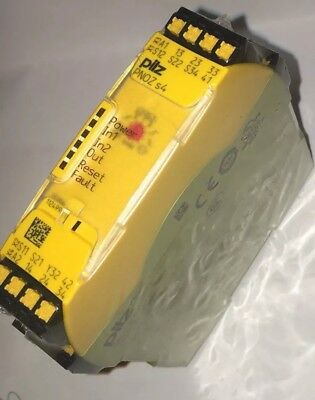 Safety Relay Pilz PNOZ  S4 751104. Factory sealed
