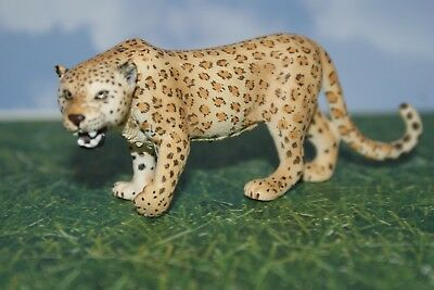Leopard Adult Female by Schleich Animal Figure 2006
