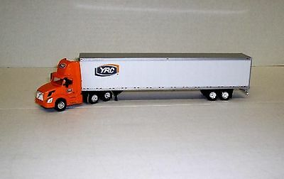 HO Scale Trucks - Volvo Day Cab with 53'' Dryvan - YRC