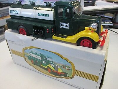 HESS 1982 The First Hess Truck Bank with Box *Damaged*