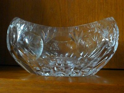 OVAL CRYSTAL DISH measurements approx. 17 x 4 1/2 x 8 cm
