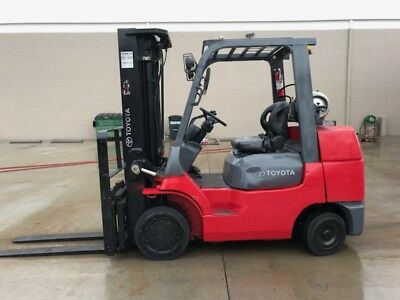 2012 Toyota Forklift 8000lbs w/ Cascade Attachment ONLY 500hrs 7FGCU35 / 4 Stage