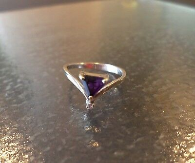 14K White Gold, Diamond and Amethyst Stone, Vintage Art Deco 2.0 grams Ring, Siz