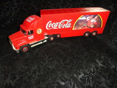 Coca-Cola Santa Pack 1998 Holiday Caravan Semi Truck Cab & Detachable Trailer