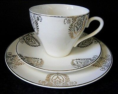 VINTAGE CROWN CLARENCE ENGLISH STAFFORDSHIRE CHINA Cup, Saucer, Plate Trio