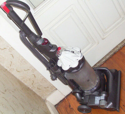 Dyson Dc33 upright vacuum cleaner in excellent working condition