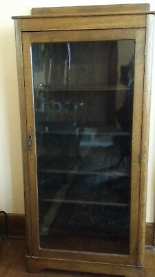 Antique Oak Single Glass Door Display Cabinet/Bookcase in Excellent Condition