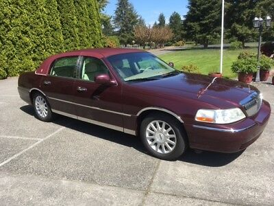 2007 Lincoln Town Car luxury 2007 LINCOLN TOWN CAR  Luxery options. 58,000 miles. A really nice luxery car