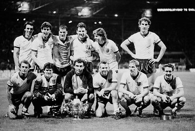 ENG-125 : 8x6 PHOTO - ENGLAND 1986 ROUS CUP WINNERS