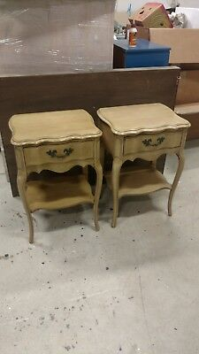 Vintage Pair of French Provincial Style Night Stands / End Tables