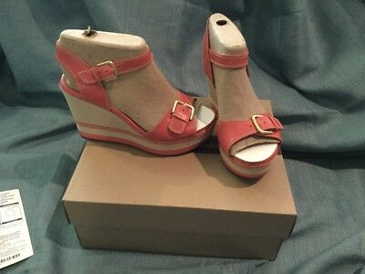 27e4bfa9e72 CLARKS LEATHER WEDGES Sandals Zia Castle Coral 5M -  39.99