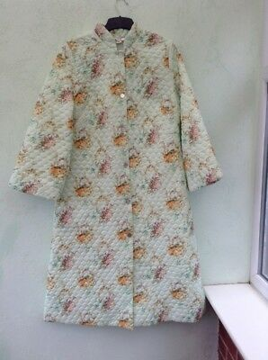 Vintage Quilted Dressing Gown Size 12/14 From Walker Reid Green Floral Design