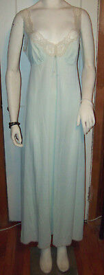 Vintage Vanity Fair Nightgown/40s,50s/Pale Green with Lace/Size Medium/Nylon