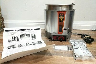 Vollrath HS-7 Heat N Serve 7 Qt Commercial Soup Steam with Hinge & Sign Holder