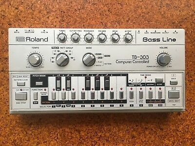 Roland TB303 - 606 707 808 909 Bass Line Synthersizer