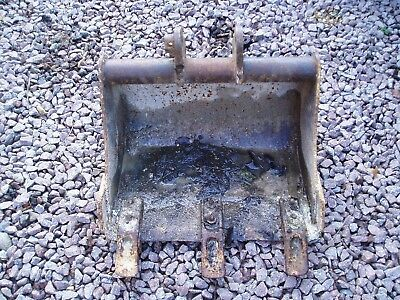 """18"""" digger bucket, good used condition, 25mm pins,"""