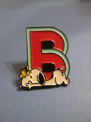 Pin's Snoopy LETTRE B