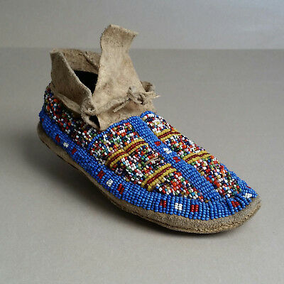 Central Plains SINGLE Beaded Child's Moccasin, circa 1910s/1920s. NO RESERVE
