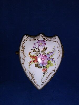 c1880 SEVRES STYLE MINIATURE FRENCH PORCELAIN HAND PAINTED SHIELD TRINKET BOX