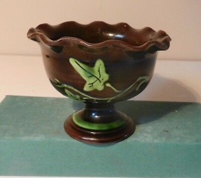 Longpark Tormohun Fluted Bowl with Ivy and motto
