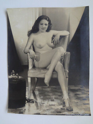 """VINTAGE 1930s B&W 10 x 13"""" Photo Cute Young Seated Topless Girl"""