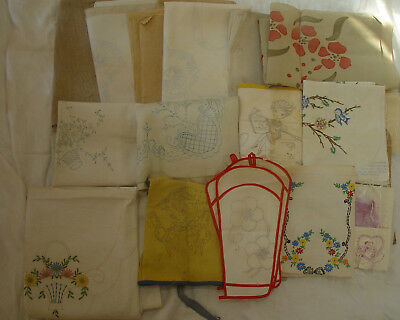 LOT OF VINTAGE STAMPED LINENS TO EMBRODIER - Wonder Art - others