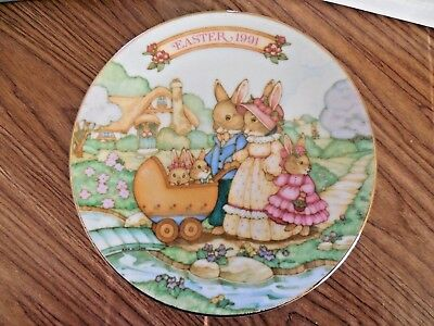 "NIB! Avon Fine Collectibles 5"" 1991 Easter Plate ""Springtime Stroll"" w Easel"