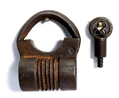 Antique Rare Collectible Indian Heavy Duty Screw System Iron Padlock. I42-14