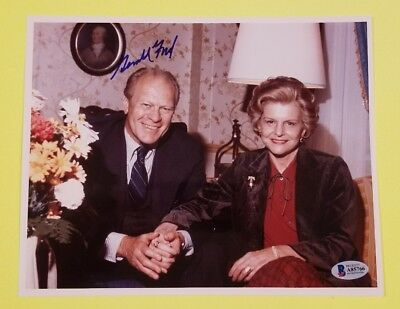 """President Gerald Ford signed 8""""X10"""" color photo with Beckett BAS COA LOA"""