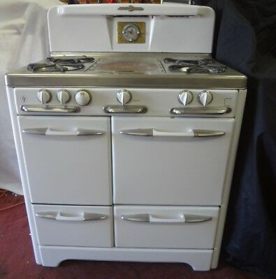 1950's O'KEEFE MERRITT WHITE ANTIQUE STOVE WITH CLOCK *SO-CAL PICK UP*