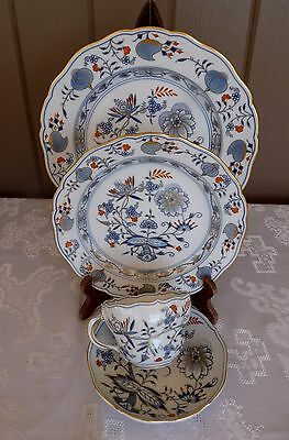 MEISSEN Germany RICH BLUE ONION - One 4pc Dinner PLACE SETTING Red Gold Accents