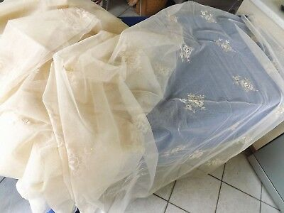 N°2 coupon de tulle fin brodé de fleurs, 4.50 m X 1.42 m (possible 9 m), ancien