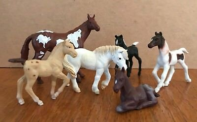 mixed lot 6 toy play horses 1 Safari 1 Popak New-Ray + 4 assorted collectibles