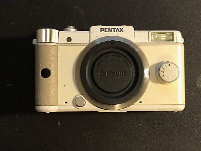 PENTAX Q 12.4MP Digital Camera - White (Body Only)