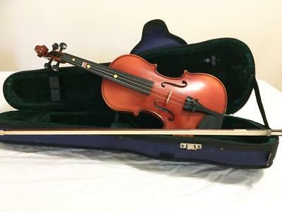 1/2 sized violin and full sized bow, great for beginners.