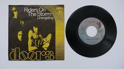 The Doors. Riders on a storm.