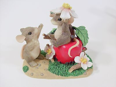 Charming Tails Apple Of My Eye Limited Edition 2000 Fitz and Floyd mice 89/110