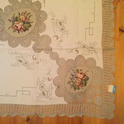 Magnificent large embroidered cotton tablecloth 220 cm x 172 cm with napkins