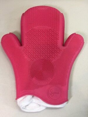 Sigma 2X Spa Brush Cleaning Glove Pink