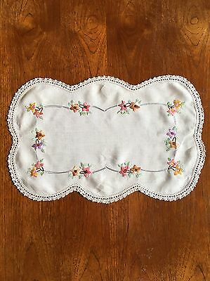 Vintage Hand Embroidered Cotton Doily Duchess Dressing Dining Table Crochet