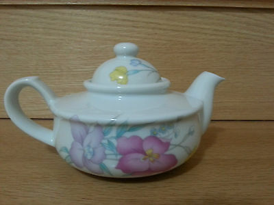 Teapot by Giftcraft made in Japan