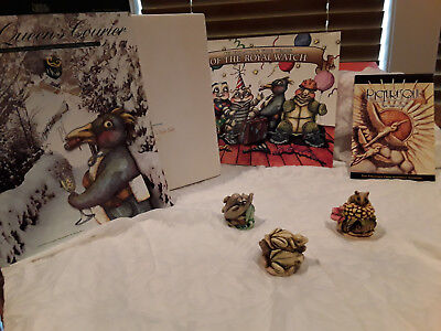 Harmony Kingdom Collectors Club Kit 2000 The Queens Courier