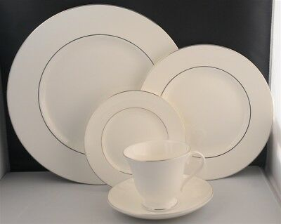 NWT-WEDGWOOD SIGNET PLATINUM 5 PIECE PLACE SETTING ( 6 Available )