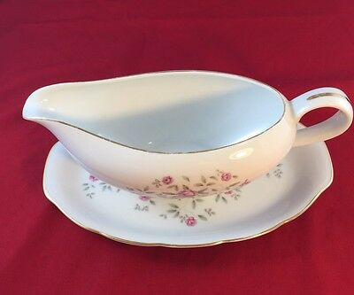 Vintage Gravy Boat And Under plate, Fine China, Japan, Symco , Wild rose