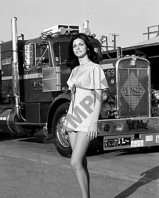 "Pinup Girl Model with 1970's Kenworth Semi Truck Big Rig Ol Blue 8""x10"" Photo 54"
