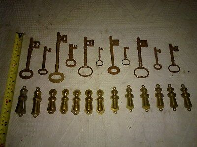 Antique Keys ( 11 Off) Mostly Georgian (From The 17 Hundreds) And Escutcheons