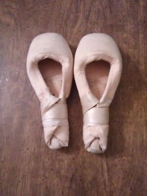 Mirella Pointe Shoes Size 3 1/2 ( 3 X ) ( In good condition )