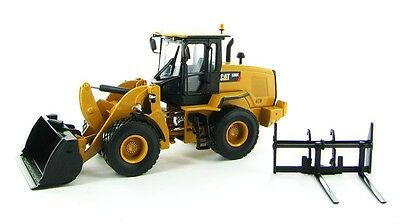 Norscot 1:50 CAT 930K Wheel Loader w/ bucket & forks Caterpillar Diecast 55266