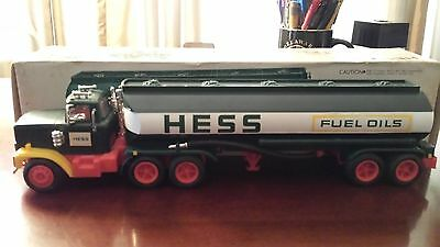 Price Reduced 1977 Hess Truck Nm, Box And Bottom Insert