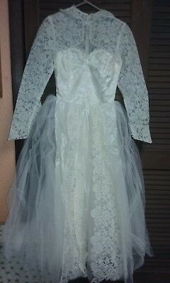 Lamson's Vintage Wedding Dress from 1951 with Veil Button back & sleeves in box